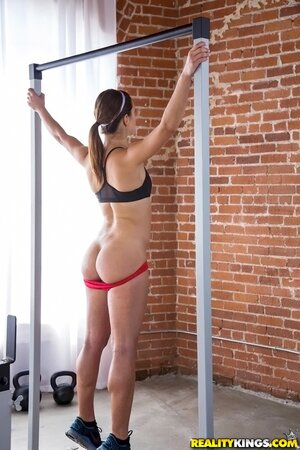 Canadian porn actress Alyssa Reece has perfect butt because of fitness