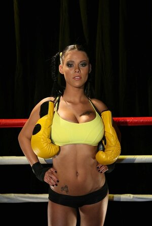 Yellow boxing gloves aren't MILF's basic weapon because she has big melons