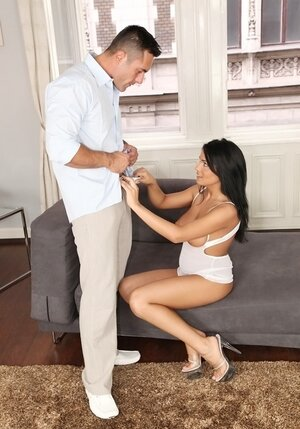 Smart guy realizes what brunette wants when she commences unzipping his pants