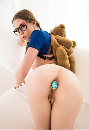 Nerdy sexpot seductively poses with tush plug inside her tight asshole