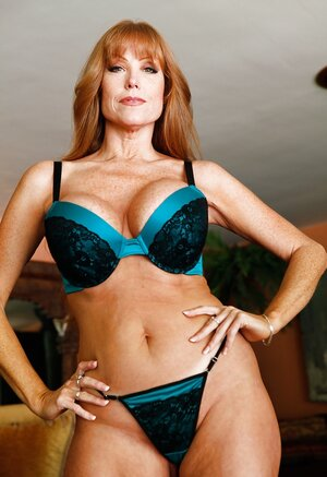 Luxurious old in sexy underwear proves her body is still in utterly fine shape