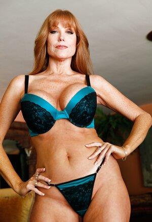 Luxurious old in sexy underwear proves her body is still in utterly fine shape